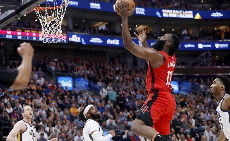 Con 38 puntos de Harden, Rockets ganan 120-110 al Jazz