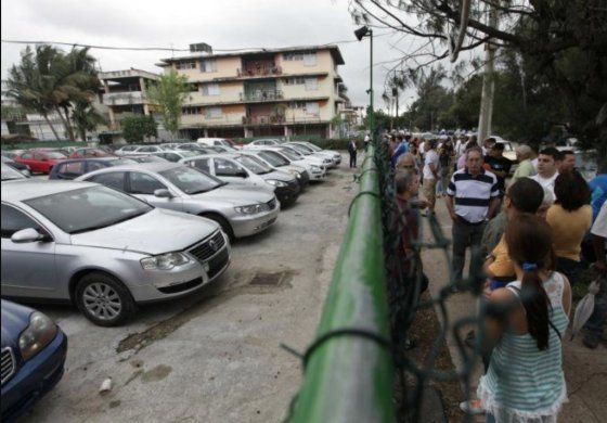 Cubanos consideran una burla precios de autos de segunda mano