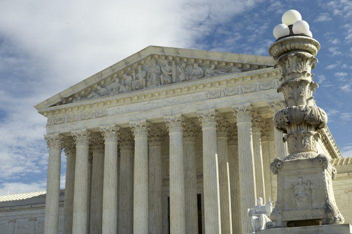 Corte Suprema evaluará normas de agencia hacia parejas gay