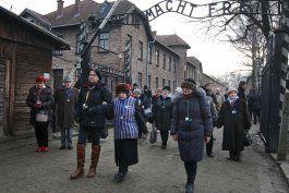 museo de auschwitz critica escena en ?hunters? de amazon