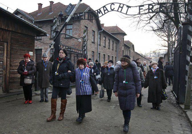 """Museo de Auschwitz critica escena en """"Hunters"""" de Amazon"""