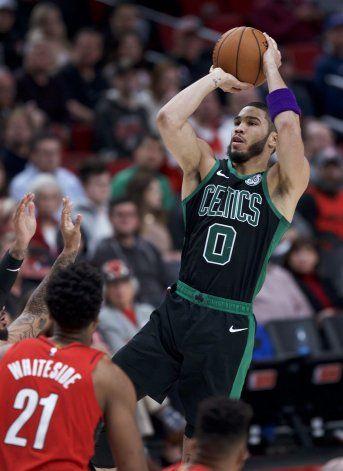 Tatum aporta 36 puntos a triunfo de Celtics ante Blazers