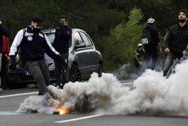 decenas de policias heridos durante protestas en grecia