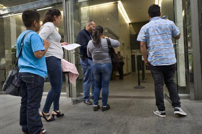 Tribunales de inmigración de EEUU proponen aumentar tarifas