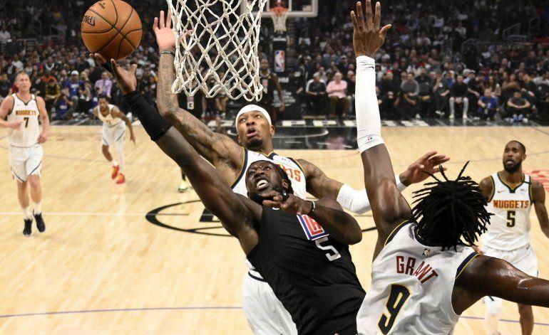 Clippers arrollan a Nuggets guiados por George y Leonard