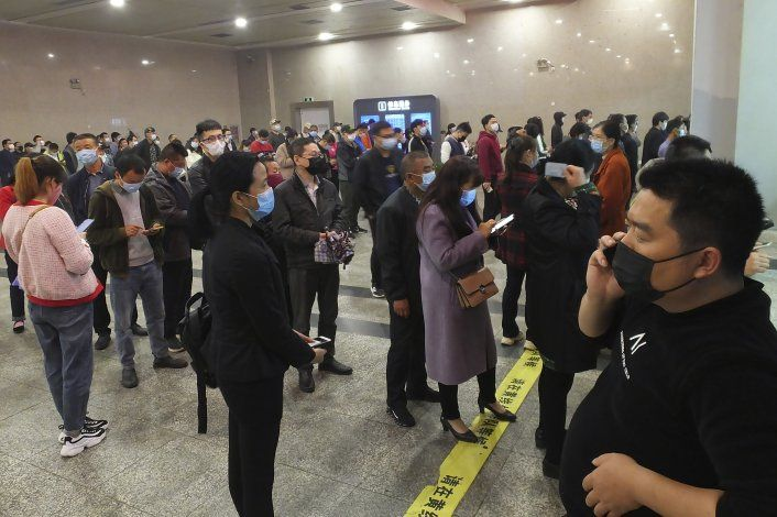 China empieza a retirar restricciones en centro de epidemia