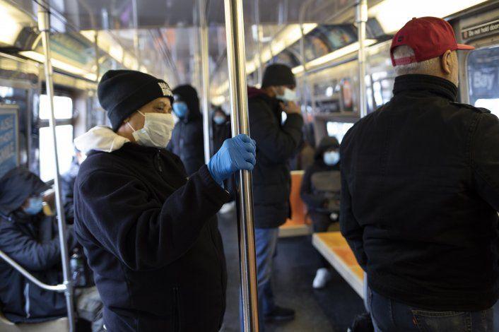 Expertos ponderan causas del gran brote de coronavirus en NY