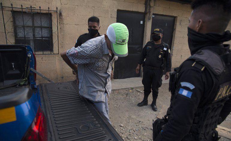 Detenidos en Guatemala y 80 médicos con COVID-19 en Chile