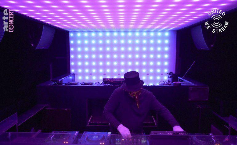 El ritmo sigue cuando clubes de Berlín transmiten en línea