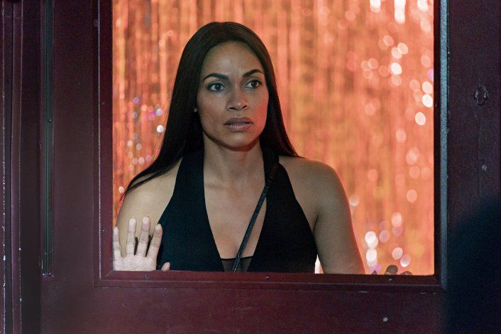 Rosario Dawson se deleita como protagonista de nueva serie