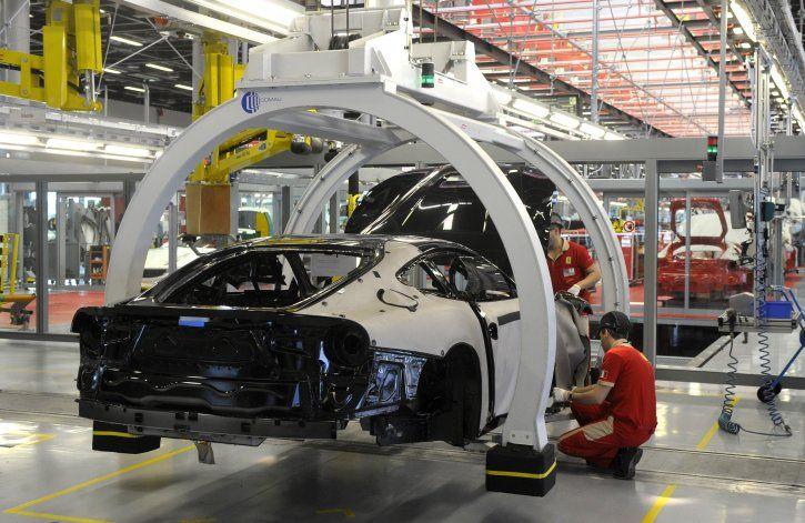Italia cierra la mayoría de sus fábricas para detener virus