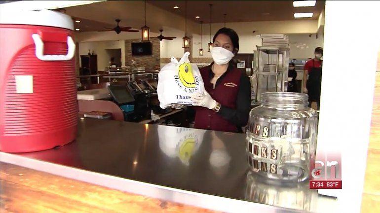 Restaurantes de Hialeah se ven obligados a despedir y reducir horas de sus empleados