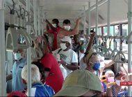 cubanos siguen haciendo largas colas para adquirir productos de alimento y limpieza