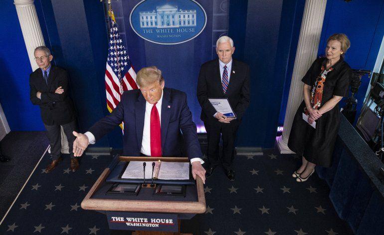 AP VERIFICA: La ciencia sobre el COVID-19 desmiente a Trump