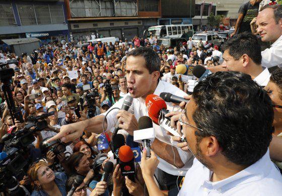 Guaidó urge a conformar gobierno de emergencia ante COVID-19