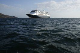 cruceros aguardan a cruzar el canal de panama