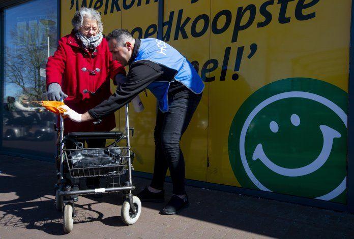 Migrantes en Holanda ayudan en crisis en busca de apoyo
