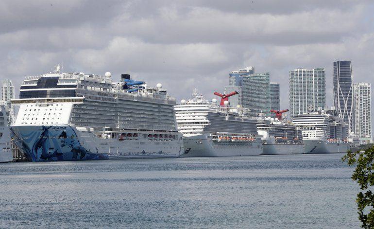 Guardia Costera de EEUU pide a cruceros permanecer en el mar