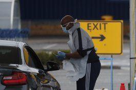 premier britanico criticado por cifra de pruebas de virus