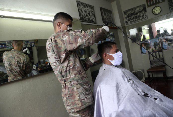 Perú: Miles de reservistas vuelven a cuarteles por COVID-19