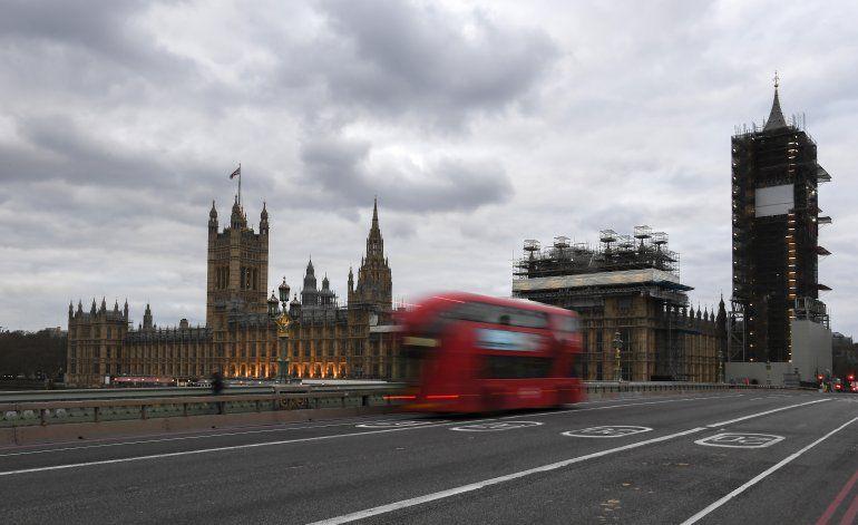 Gran Bretaña promete multiplicar pruebas para virus