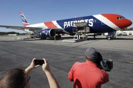 avion de patriots trae de china 1 millon de mascaras