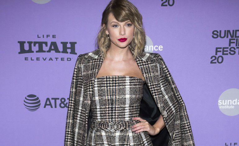 Taylor Swift ayuda a tienda de discos en Nashville