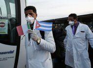medicos cubanos ayudan al mundo con covid-19, eeuu critica