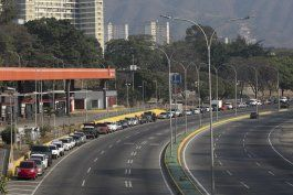 fuentes ap: magnate naviero ayuda con gasolina a venezuela
