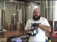 cerveceria de hialeah hace desinfectante de manos en botellas de cerveza