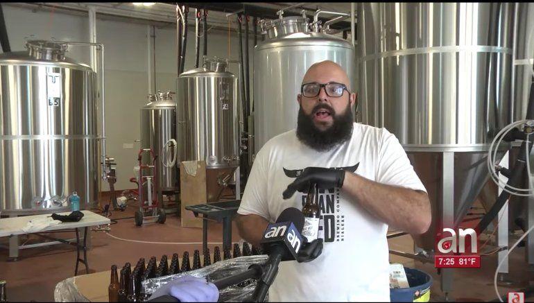 Cervecería de Hialeah hace desinfectante de manos en botellas de cerveza para enfrentar COVID-19