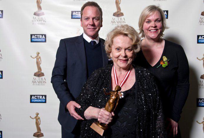 Muere actriz y activista canadiense Shirley Douglas