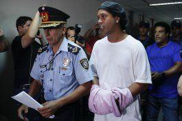 ronaldinho deja carcel; cumplira arresto domiciliario