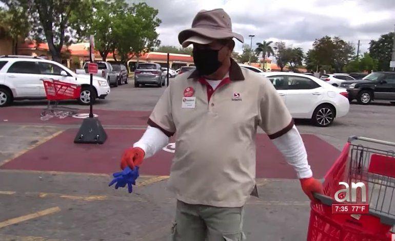 Multas de $100 para los que tiren guantes y mascarillas en las calles