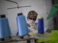 escuelas de samba de rio cosen trajes medicos contra virus