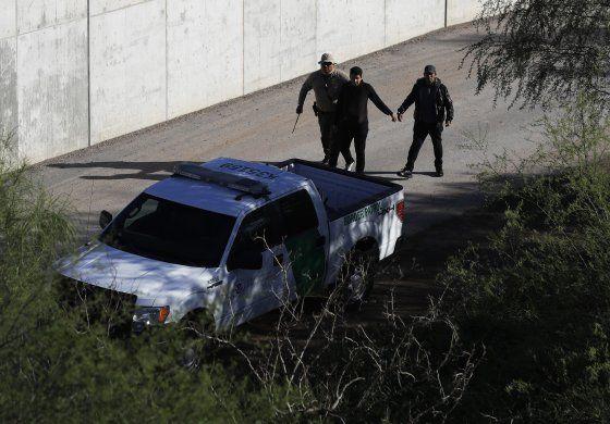 EEUU y México cierran paso a solicitantes asilo por COVID-19