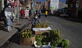 Cura boliviano rocía agua bendita desde el aire por pandemia
