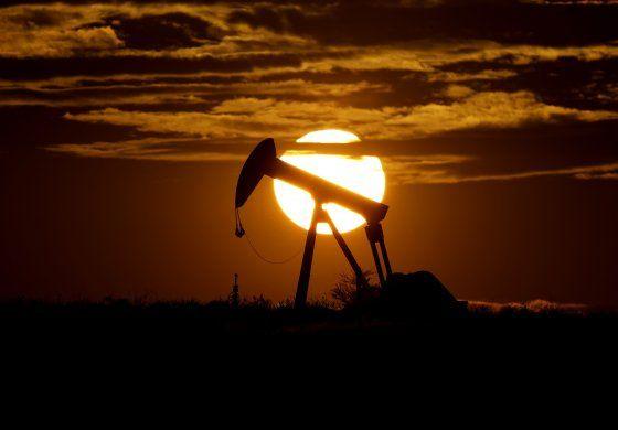 Países petroleros buscan frenar la caída de los precios