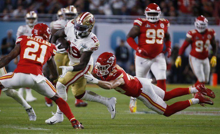 Fuente AP: Chiefs retienen al cornerback Bashaud Breeland