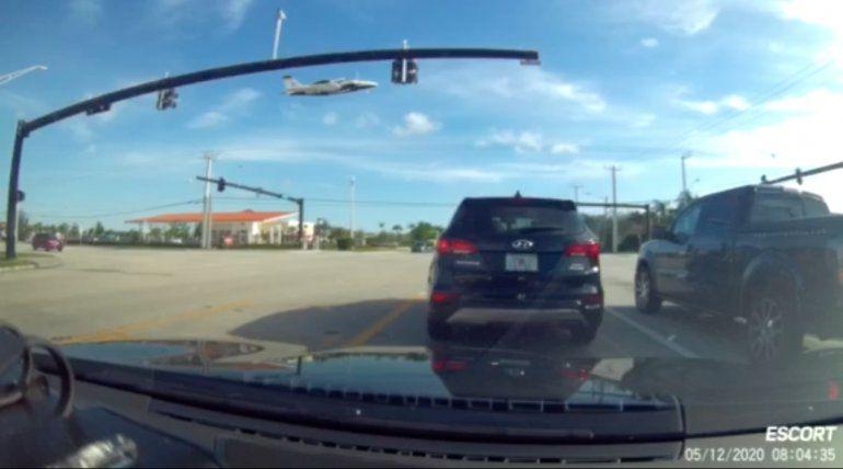 Cayó una avioneta con tres personas a bordo en Miramar, estado de Florida: un muerto