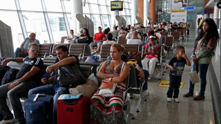 Entre mulas y trabajadores: miles de cubanos varados en Rusia por la COVID-19