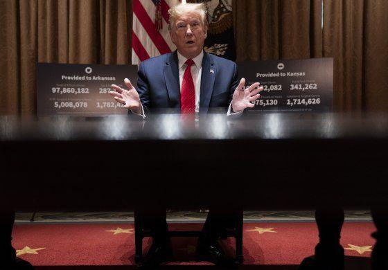 Política y pandemia: Trump visita planta Ford sin mascarilla