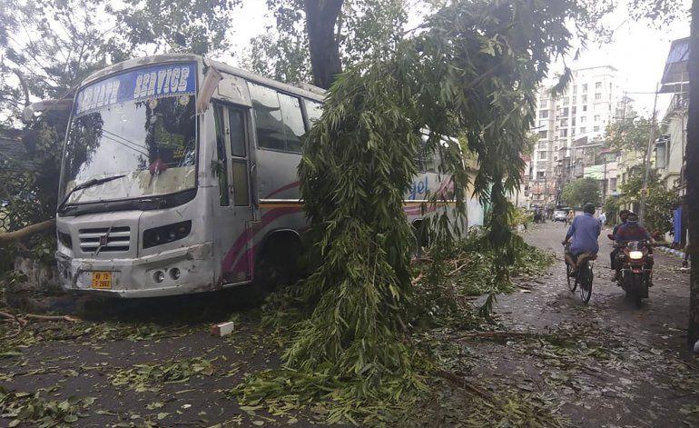 Ciclón causa estragos en zona costera de India y Bangladesh
