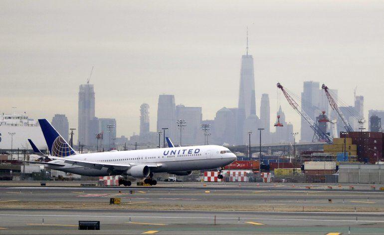 Jugador de la NFL demanda a United Airlines