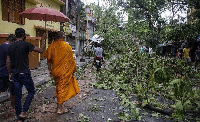 India y Bangladesh inician recuperación tras paso de ciclón