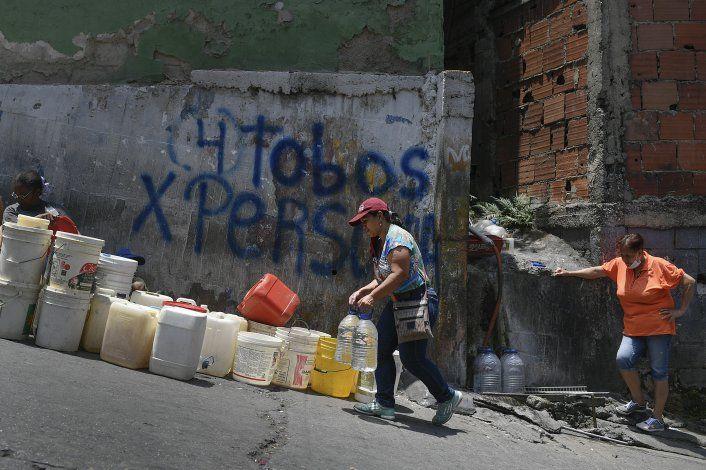 Sitios con escasez de agua podrían propagar más el virus