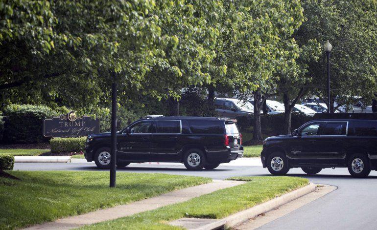Trump visita su club de gol en Virginia