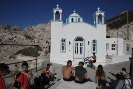 grecia reabre los transbordadores para reactivar el turismo