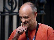 crece indignacion por asesor de johnson que violo cuarentena