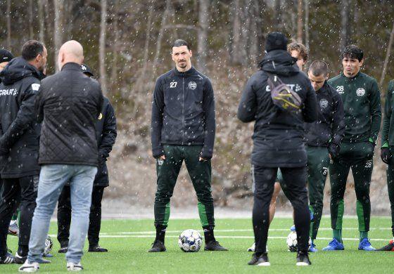 Zlatan se lesiona durante entrenamiento del Milan